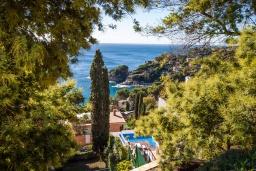 Вид на море. Испания, Бланес : Прекрасная вилла для отдыха, расположенная на тупиковой улице с барьером, который обеспечивает вашу конфиденциальность, 5 спален, 4 ванные комнаты и частный бассейн, оборудована кондиционерами и бесплатным Wi-Fi