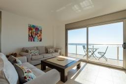 Гостиная / Столовая. Испания, Санта Сусана : Современная комфортабельная вилла с частным бассейном, 4 спальнями и 3 ванными комнатами, оборудована кондиционерами и WIFI