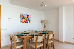 Обеденная зона. Испания, Санта Сусана : Современная комфортабельная вилла с частным бассейном, 4 спальнями и 3 ванными комнатами, оборудована кондиционерами и WIFI