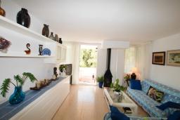 Гостиная / Столовая. Испания, Бланес : Прекрасный комфортабельные апартаменты рядом с пляжем в бухте Кала Сан Франсеск, 4 спальни и 2 ванные комнаты, общий бассейн в частном клубе