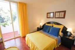 Спальня. Испания, Бланес : Прекрасный комфортабельные апартаменты рядом с пляжем в бухте Кала Сан Франсеск, 4 спальни и 2 ванные комнаты, общий бассейн в частном клубе