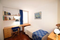 Спальня 2. Испания, Бланес : Прекрасный комфортабельные апартаменты рядом с пляжем в бухте Кала Сан Франсеск, 4 спальни и 2 ванные комнаты, общий бассейн в частном клубе