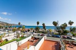 Территория. Испания, Нерха : Изумительная квартира в Нерхе на первой линии пляжа Бурриана, с террасой и прекрасным видом на море, 2 спальни, ванная комната, Wi-Fi.