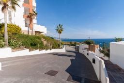 Территория. Испания, Торрокс : Шикарные четырехкомнатные апартаменты с террасой, бассейном и крытой парковкой на набережной в Торрокс Коста, в 600 м от пляжей Пенонсильо и Каласейте, 3 спальни, 2 ванные с душем, бесплатный Wi-Fi.