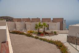 Территория. Испания, Торрокс : Роскошный двухэтажный дом для отдыха с бассейном и видом на море и горы в Торроксе, 3 спальни, 3 ванные комнаты, Wi-Fi.