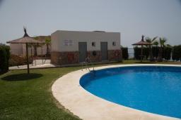 Бассейн. Испания, Торрокс : Роскошный двухэтажный дом для отдыха с бассейном и видом на море и горы в Торроксе, 3 спальни, 3 ванные комнаты, Wi-Fi.