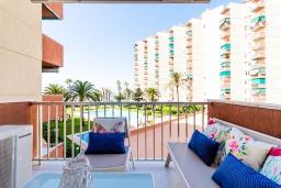 Терраса. Испания, Альмуньекар : Фантастические апартаменты на берегу моря в Альмуньекаре с бассейном, теннисным кортом, открытой парковкой и WIFI, 2 спальни, ванная комната, терраса 5 кв.м.