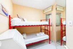 Спальня 2. Испания, Альмуньекар : Фантастические апартаменты на берегу моря в Альмуньекаре с бассейном, теннисным кортом, открытой парковкой и WIFI, 2 спальни, ванная комната, терраса 5 кв.м.