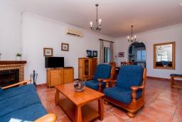 Гостиная / Столовая. Испания, Торрокс : Великолепная вилла с бассейном и видом на море и горы в Торроксе на холме Урб Таманго, в 400 м от пляжа Плайя-де-Вильчез и в 5 минутах езды от Нерхи, 3 спальни, 2 ванные комнаты, гараж, Wi-Fi.