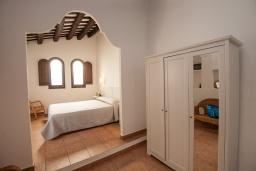 Спальня. Испания, Тосса-де-Мар : Аутентичный рыбацкий таунхаус расположенный в центре Тосса-де-Мар, имеет 3 спальни, 1 ванную комнату и парковку