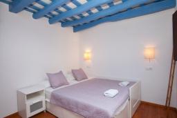 Спальня 2. Испания, Тосса-де-Мар : Аутентичный рыбацкий таунхаус расположенный в центре Тосса-де-Мар, имеет 3 спальни, 1 ванную комнату и парковку