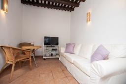 Гостиная / Столовая. Испания, Тосса-де-Мар : Аутентичный рыбацкий таунхаус расположенный в центре Тосса-де-Мар, имеет 3 спальни, 1 ванную комнату и парковку