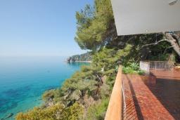 Вид на море. Испания, Тосса-де-Мар : Комфортабельная вилла с частным доступом к прекрасному пляжу Кала-Санта-Мария-де-Ллорель, с 4 спальнями,3 ванными комнатами и частным бассейном