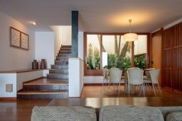 Гостиная / Столовая. Испания, Тосса-де-Мар : Комфортабельная вилла с частным доступом к прекрасному пляжу Кала-Санта-Мария-де-Ллорель, с 4 спальнями,3 ванными комнатами и частным бассейном