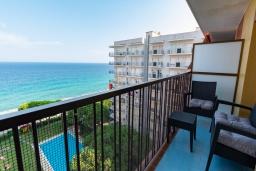 Балкон. Испания, Бланес : Уютная квартира в двух шагах от пляжа, недавно отремонтированная, с 2 спальнями, 1 ванной комнатой с душем, оборудована кондиционером и Wi-Fi, с прекрасным видом на море и пляж