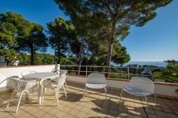 Терраса. Испания, Бланес : Очаровательная вилла с хорошей современной мебелью и техникой, с 4 спальнями, 3 ванными комнатами и частным бассейном, оборудована кондиционерами и Wi-Fi