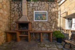 Зона барбекю / Мангал. Испания, Бланес : Очаровательная вилла с хорошей современной мебелью и техникой, с 4 спальнями, 3 ванными комнатами и частным бассейном, оборудована кондиционерами и Wi-Fi