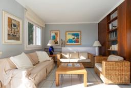Гостиная / Столовая. Испания, Бланес : Очаровательная вилла с хорошей современной мебелью и техникой, с 4 спальнями, 3 ванными комнатами и частным бассейном, оборудована кондиционерами и Wi-Fi