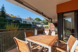 Балкон. Испания, Ллорет-де-Мар : Уютная комфортабельная квартира, расположенная недалеко от прекрасного пляжа Кала Са Боаделла, имеет 2 спальни и 1 ванную комнату, кондиционер и Wi-Fi