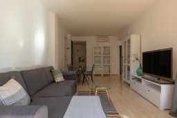 Гостиная / Столовая. Испания, Ллорет-де-Мар : Уютная комфортабельная квартира, расположенная недалеко от прекрасного пляжа Кала Са Боаделла, имеет 2 спальни и 1 ванную комнату, кондиционер и Wi-Fi