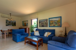 Гостиная / Столовая. Испания, Ллорет-де-Мар : Комфортабельные современные апартаменты,  с 3 спальнями, 2 ванными комнатами, расположенные прямо перед выходом к прекрасному пляжу Кала Са Боаделла.
