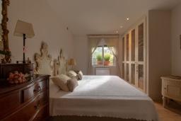 Спальня 2. Испания, Сильс : Уютная, красиво оформленная вилла, расположенная в небольшом городке недалеко от побережья Коста Брава, имеет 4 спальни, 3 ванные комнаты, частный бассейн