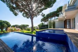 Терраса. Испания, Бланес : Красивая современная вилла с дизайнерским интерьером, с 4 спальнями, 3 ванными комнатами и частный бассейн