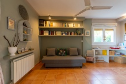 Спальня 5. Испания, Калелья : Красивая вилла со вкусом оформлена во французском стиле, расположенная в тихой жилой урбанизации недалеко от пляжа, имеет 5 спален, 2 ванные комнаты и частный бассейн