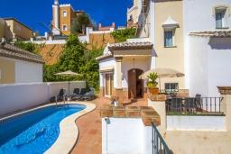 Вход. Испания, Торрокс : Изысканная вилла с частным бассейном, гаражом и террасами площадью 104 кв.м. в Торроксе, в 100 метрах от Плайя-де-Вильчес и в 600 метрах от Плайя-Каласайте, 3 спальни, 2 ванные комнаты, Wi-Fi.