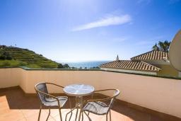 Обеденная зона. Испания, Торрокс : Изысканная вилла с частным бассейном, гаражом и террасами площадью 104 кв.м. в Торроксе, в 100 метрах от Плайя-де-Вильчес и в 600 метрах от Плайя-Каласайте, 3 спальни, 2 ванные комнаты, Wi-Fi.