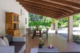 Терраса. Испания, Cант-Висенц : Уединенная вилла в окружении лесного массива, гостиная, 3 спальни, 2 ванных комнаты, Wi-Fi, бесплатный пятиместный автомобиль