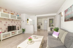 Гостиная / Столовая. Испания, Альфас-дель-Пи : Современная вилла в стиле бунгало с собственным бассейном, находится в городе Альфас-дель-Пи, имеет 3 спальни и 1 ванную комнату