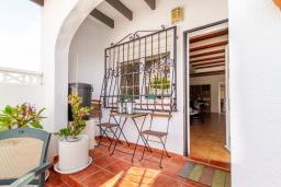 Терраса. Испания, Альфас-дель-Пи : Просторный и современный таунхаус в уютной урбанизации Эль Тоссалет, с 4 спальнями, 2 ванными комнатами, с видом на море и горы