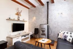 Гостиная / Столовая. Испания, Альфас-дель-Пи : Просторный и современный таунхаус в уютной урбанизации Эль Тоссалет, с 4 спальнями, 2 ванными комнатами, с видом на море и горы