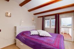 Спальня. Испания, Альфас-дель-Пи : Просторный и современный таунхаус в уютной урбанизации Эль Тоссалет, с 4 спальнями, 2 ванными комнатами, с видом на море и горы