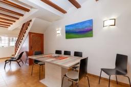 Обеденная зона. Испания, Альфас-дель-Пи : Просторный и современный таунхаус в уютной урбанизации Эль Тоссалет, с 4 спальнями, 2 ванными комнатами, с видом на море и горы