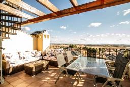 Терраса. Испания, Мучамель : Просторная светлая квартира с 3 спальнями, 2 ванными комнатами и общи бассейном, оборудована кондиционером, стиральной машиной, посудомоечной машиной и WIFI