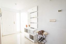 Коридор. Испания, Мучамель : Просторная светлая квартира с 3 спальнями, 2 ванными комнатами и общи бассейном, оборудована кондиционером, стиральной машиной, посудомоечной машиной и WIFI