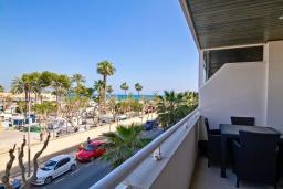 Вид на море. Испания, Альфас-дель-Пи : Небольшая уютная квартира, расположенная недалеко от пляжа, с 2 спальнями, 2 ванными комнатами, частной парковкой в гараже и террасой с видом на на горы и Средиземное море.