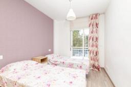 Спальня 2. Испания, Альфас-дель-Пи : Небольшая уютная квартира, расположенная недалеко от пляжа, с 2 спальнями, 2 ванными комнатами, частной парковкой в гараже и террасой с видом на на горы и Средиземное море.