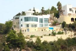 Вид на виллу/дом снаружи. Испания, Хавеа : Потрясающая и современная вилла, расположенная на самом востребованном месте побережья Коста-Бланки