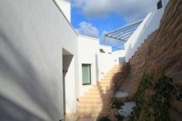 Лестница наверх. Испания, Хавеа : Потрясающая и современная вилла, расположенная на самом востребованном месте побережья Коста-Бланки