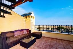 Терраса. Испания, Мучамель : Светлая и просторная квартира расположена всего в паре минут езды от уютного городка Мучамель, имеет 3 спальни, 2 ванные комнаты и террасу на крыше с видом на Средиземное море