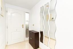 Коридор. Испания, Мучамель : Светлая и просторная квартира расположена всего в паре минут езды от уютного городка Мучамель, имеет 3 спальни, 2 ванные комнаты и террасу на крыше с видом на Средиземное море
