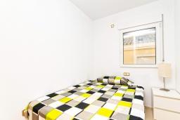 Спальня 2. Испания, Мучамель : Светлая и просторная квартира расположена всего в паре минут езды от уютного городка Мучамель, имеет 3 спальни, 2 ванные комнаты и террасу на крыше с видом на Средиземное море