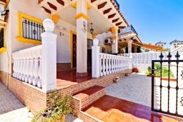 Вход. Испания, Ориуэла  : Изящный таунхаус со всеми удобствами, расположенный в Ориуэле, недалеко от пляжа Кабо Роиг, 2 спальни, 2 ванные комнаты и терраса на крыше, оборудован кондиционерами по всему дому