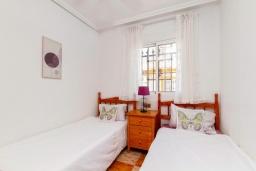 Спальня 2. Испания, Ориуэла  : Изящный таунхаус со всеми удобствами, расположенный в Ориуэле, недалеко от пляжа Кабо Роиг, 2 спальни, 2 ванные комнаты и терраса на крыше, оборудован кондиционерами по всему дому