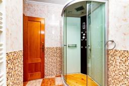 Ванная комната. Испания, Ориуэла  : Изящный таунхаус со всеми удобствами, расположенный в Ориуэле, недалеко от пляжа Кабо Роиг, 2 спальни, 2 ванные комнаты и терраса на крыше, оборудован кондиционерами по всему дому