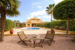 Вид на виллу/дом снаружи. Испания, Ла-Нусия : Просторная, свежая, прекрасная вилла, с 4 спальнями, 3 ванными комнатами, бассейном и террасой с видом на Средиземное море и горы