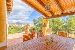 Терраса. Испания, Ла-Нусия : Просторная, свежая, прекрасная вилла, с 4 спальнями, 3 ванными комнатами, бассейном и террасой с видом на Средиземное море и горы